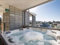 Penthouse 5 Person Spa Pool